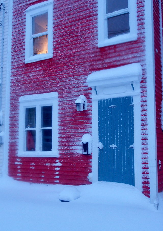 Red house with closed stormdoor